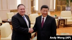 U.S. Secretary of State Mike Pompeo (L) meets wwith Chinese President Xi Jinping at the Great Hall of the People in Beijing, June 14, 2018