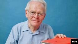 """Изобретатель первого в мире бортового самописца, так называемого """"черного ящика"""" австралийский ученый Дэвид Уоррен"""