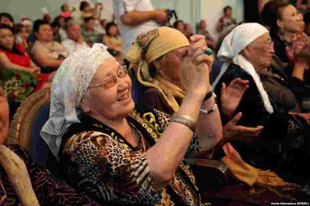 Среди зрителей были люди разных возрастов.