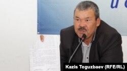 55-летний Иса Култумаев, отец найденного повешенным 16-летнего сына Абдрахмана Асканбаева.