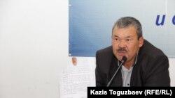 Асылып тұрған жерінен табылған 16 жастағы Әбдірахман Асқанбаевтың әкесі 55 жастағы Иса Құлтумаев.