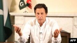 Колишній гравець у крикет Імран Хан разом зі своєю партією виграв вибори в Пакистані
