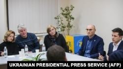 د اوکراین ولسمشر د الوتکې د خدمې د کورنیو له غړو سره