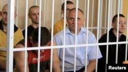 Բելառուս - Միկոլա Ստատկևիչը (կենտրոնում) Մինսկի դատարանում, մայիս, 2011թ․