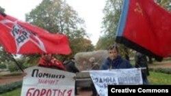 Участники мемориального митинга левых радикалов (фото Татьяны Вольтской)