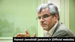 محمود صادقی با انتقاد از «انحراف و فساد در سیستم بانکی» ایران گفت: چرا چنین اتفاقاتی در سیستم بانکی وجود دارد.