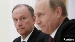 Голова Ради безпеки Росії Микола Патрушев (ліворуч) і президент Росії Володимир Путін