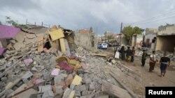 Сауд Арабиясы бастаған коалицияның әуе шабуылдарынан қираған Йеменнің әл-Худейда қаласы.