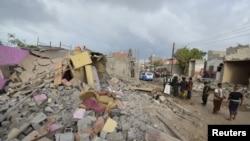 После ударов сил коалиции в йеменском городе Худиеда (21 декабря 2015 года)