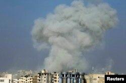 """""""İslam dövləti"""" yaraqlılarının nəzarətində olan Raqqa şəhəri daim bombalanır."""