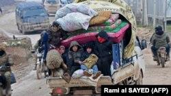 Сирийские беженцы покидают районы боёв в провинциях Алеппо и Идлиб. 13 февраля 2020