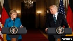 Ангела Меркель (сол жақта) және Дональд Трамп. Вашингтон, 17 наурыз 2017 жыл.