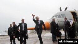 Президент Украины Петр Порошенко на церемонии первого испытательного полета нового транспортного самолета Ан-132D. Март 2017 года