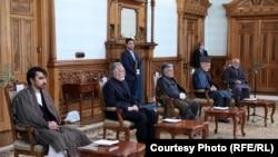 Președintele afgan Mohammad Ashraf Ghani și rivalul său Abdullah Abdullah, 17 mai 2020.