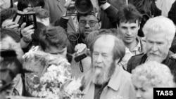 В 1994 году, вернувшись в Россию, Александр Солженицын проехал от Владивостока до Москвы
