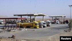 شاحنات في محطة بأربيل محملة بنفط من حقل طق طق بكردستان