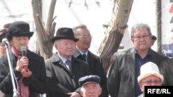 Кыргыз жазуучуларынын аксакалдары али унчуга элек