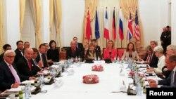 Иран келісіміне қатысушы елдердің сыртқы істер министрлері мен дипломаттары. Вена, 13 шілде 2015 жыл.