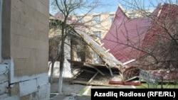 Neftçala, güclü küləkdən sonra Xıllı qəsəbə məktəbi, 31 mart 2017