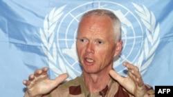 الجنرال مود رئيس بعثة مرافبي الامم المتحدة