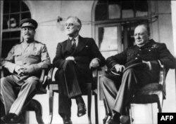 Ёсіф Сталін, Франклін Рузвэльт і Ўінстан Чэрчыль падчас сустрэчы ў Тэгеране, 28 лістапада 1943