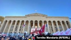 Протест опозиції перед парламентом у Тбілісі, Грузія, 8 листопада 2020 року