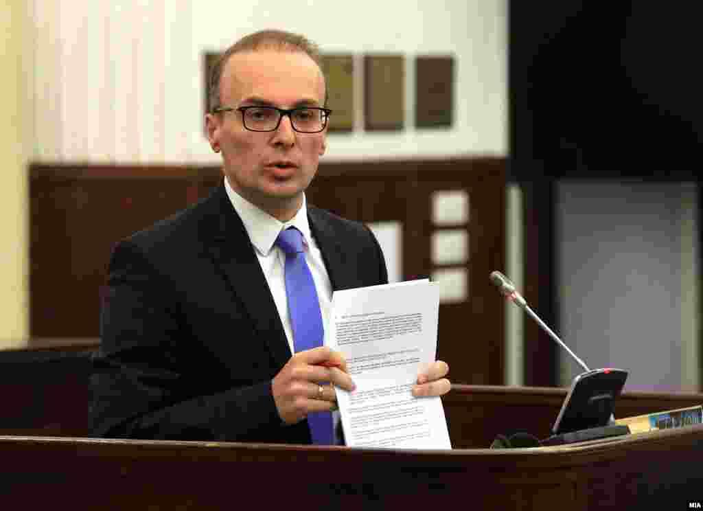 МАКЕДОНИЈА - Собранието, како овластен предлагач, нема да дели средства поединечно на секој од 120-те пратеници за нивно водење кампања за референдумот на државно ниво, соопшти службата за информирање на Собранието. Антонијо Милишоски од ВМРО-ДПМНЕ го исвести Собранискиот спикер дека ќе кампања за бојкотирање на референдумот и побара средства за таа негова кампања.