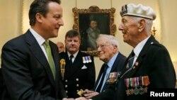 Британскиот премиер Дејвид Камерун на доделување на медалите