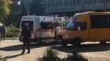 Карета «скорой помощи» возле Политехнического колледжа в Керчи, 17 октября 2018 года