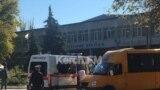 Карета «швидкої допомоги» біля Політехнічного коледжу в Керчі, 17 жовтня 2018 року