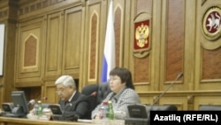 Татарстан парламенты рәисе Фәрит Мөхәммәтшин һәм парламентның матбугат үзәге җитәкчесе Резеда Макуева