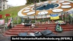 Чоловік розбив (скинув) пам'ятник Небесної сотні у Києві, 5 жовтня 2017 року