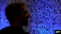Марк Цукербэрг у офісе Фэйсбуку