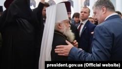 Президент Петро Порошенко і митрополит Софроній