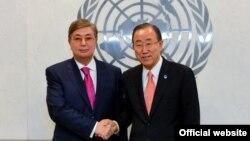 Председатель сената парламента Касым-Жомарт Токаев и генеральный секретарь ООН Пан Ги Мун. Нью-Йорк. 4 марта 2015 года. Иллюстративное фото.
