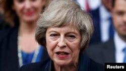 Mej poručila da želi da do kraja marta 2017. formalno pokrene proces izlaska Britanije iz EU