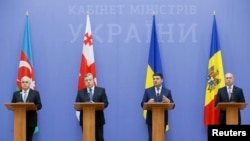 Ukraine -- Azeri Deputy Prime Minister Ismet Dursun oglu Abasov, Georgian Prime Minister Giorgi Kvirikashvili, Ukrainian Prime Minister Volodymyr Hroysman and Moldovan Prime Minister Pavel Filip brief the media during a meeting of government heads of the