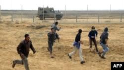 جوانان فلسطینی در خان یونس، جنوب نوار غزه