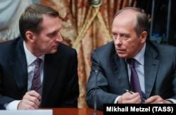 Директор Службы внешней разведки России Сергей Нарышкин (л) и глава ФСБ Александр Бортников