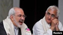 محمد جواد ظریف در جریان سفر اخیرش به هند و دیدار با سلمان خورشید، وزیر خارجه این کشور