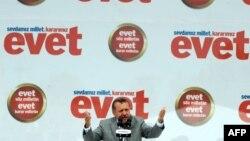 R.T.Erdoğan İstanbulda «Evet» yürüşündə.