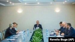 Președintele Igor Dodonla ședința precedentă a Consiliului de Securitate la Chișinău, 11 iunie 2019