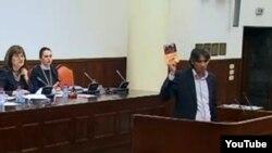 Пратеникот Зијаден Села од Демократската партија на Албанците за време на собраниска дебата за Законот за бранители.