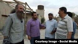 جواد حسن نصرالله، فرزند دبیرکل حزبالله لبنان (نفر دوم از چپ)، سر صحنه فیلمبرداری «آوازهای سرزمین من» در لبنان