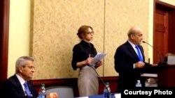 وليد فارس يتحدث أمام المؤتمر القبطي الثالث