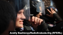 """Elite """"Berkut"""" troops take a break during a confrontation with Ukrainian protesters (file photo)."""