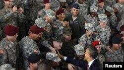Мулоқоти Обама бо низомиён дар Каролинаи Шимолӣ