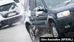 Загалом 4641 одиниць техніки готові «оперативно реагувати на складні погодні умови», кажуть в уряді
