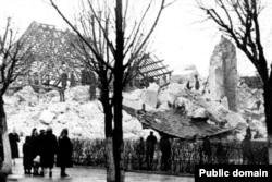Руіны Фары Вітаўта пасьля падрыву ў 1961 годзе