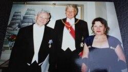 Динә Шабакаева-Һаральдсон (у) һәм Һелги Һаральдсон (с) Исландия президенты тарафыннан лачын ордены белән бүләкләнә